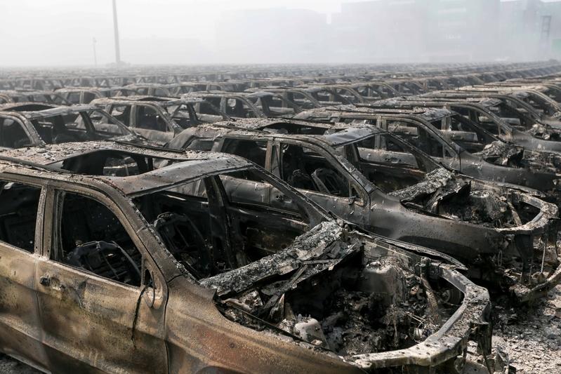 焼けた車2