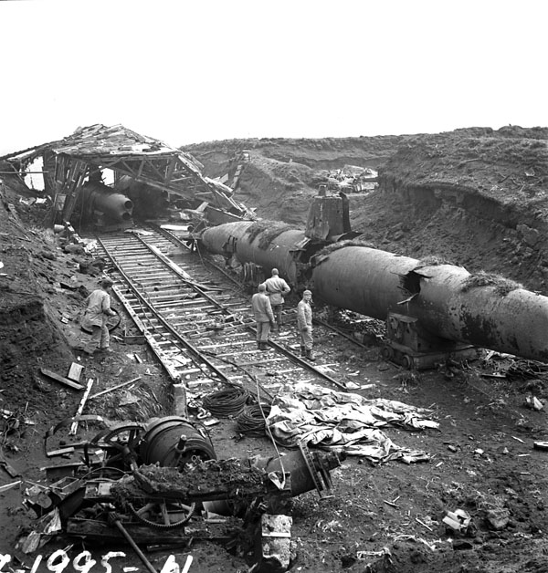 Abandoned_Japanese_submarines_on_Kiska_3599747.jpg
