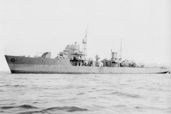 IJN_escort_vessel_UKU_in_1944.jpg