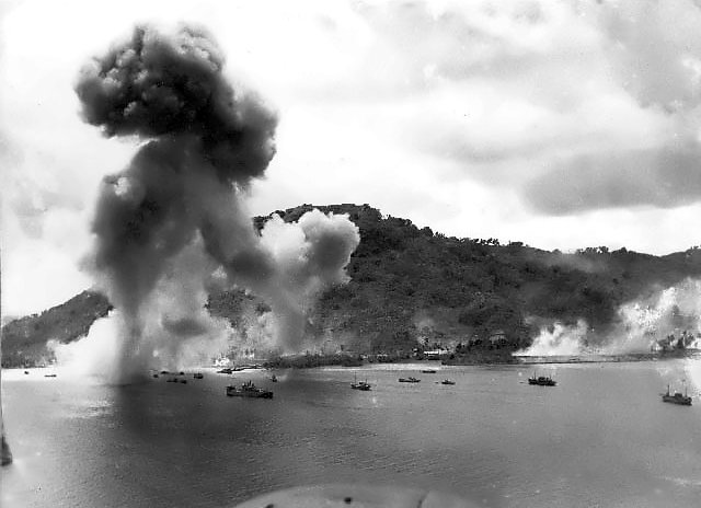 Navy_bombers_attack_Japanese_warships_during_raid_on_Truk.jpg