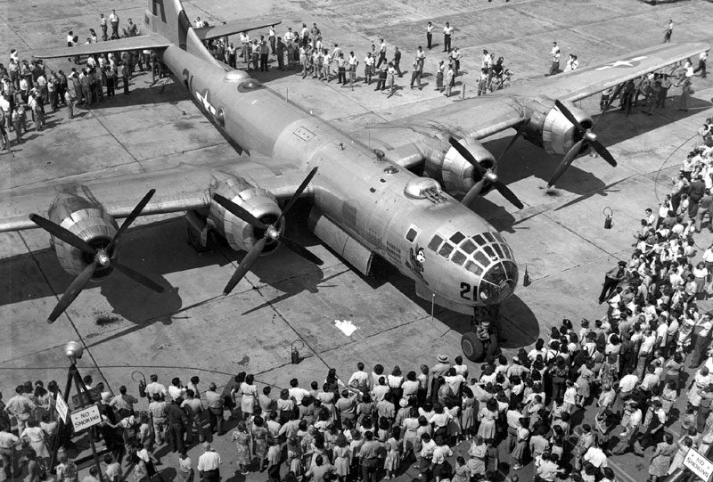 b-29-crowd.jpg