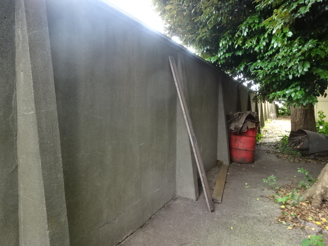 川光倉庫・塀