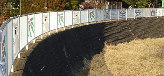 フェンスとコアラ1