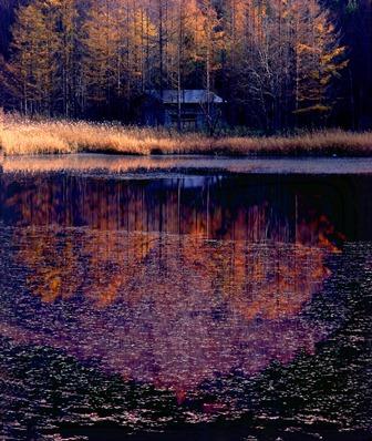 水面秋景色