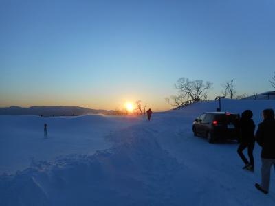 雪のかなたに沈む夕日