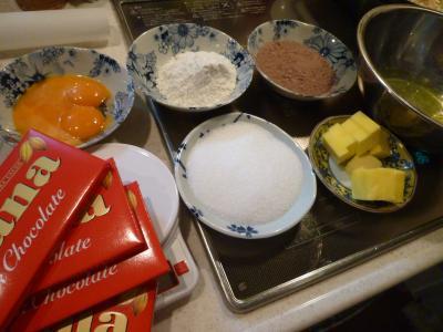 俊の手作りチョコレートケーキ