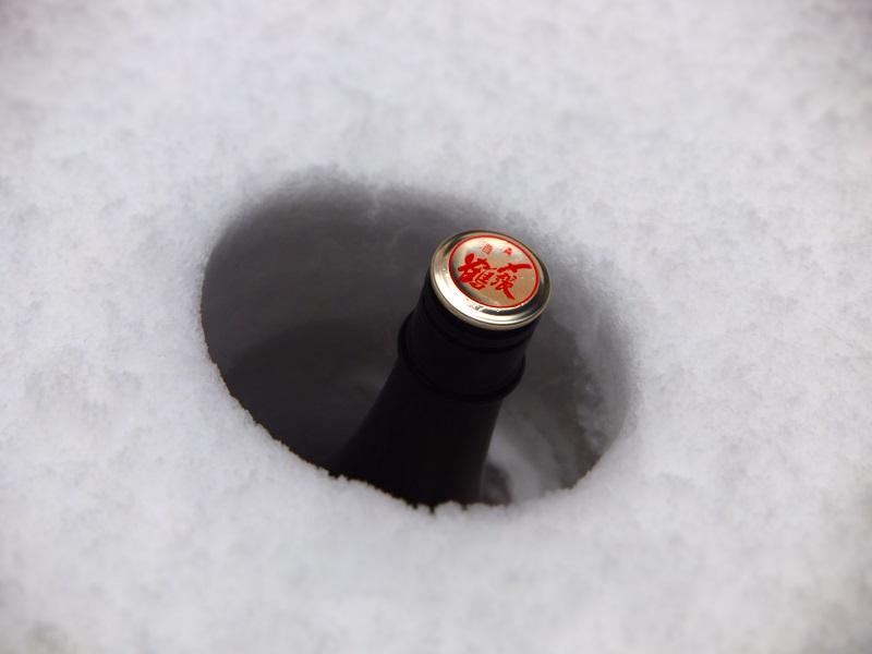 2014積雪 雪中一升瓶