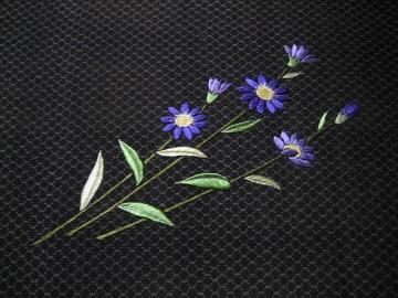 日本刺繍 古布の刺繍帯 腹文 都忘れ2