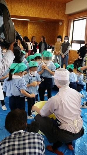 幼稚園味噌作り
