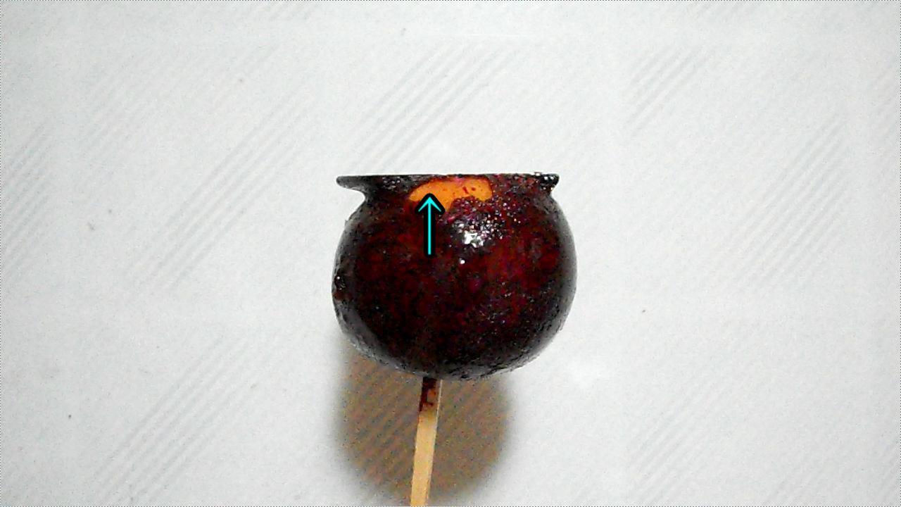 リンゴ飴の食べ易い(?)食べ方、リンゴの肌が見える