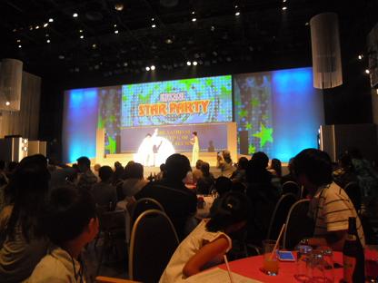 3 小野大阪麗澤会会長がなんとエルビス・プレスビーの姿で