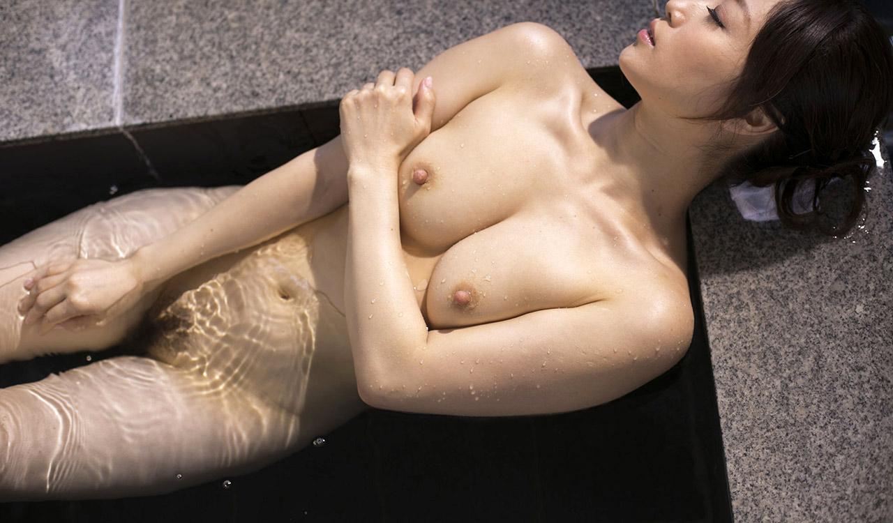 川上ゆう(かわかみゆう) 熟女はベージュのサテンのパンティが卑猥でエロイ柔らかそうな身体のAV女優画像 101枚 No.45