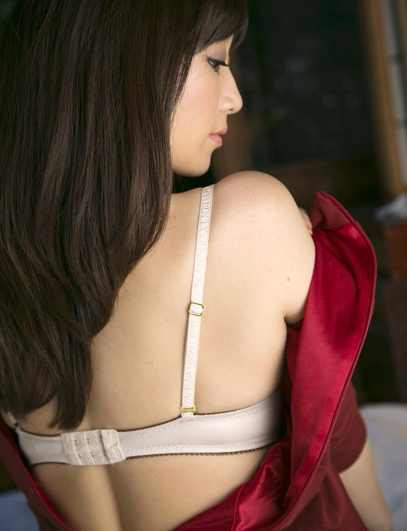 川上ゆう(かわかみゆう) 熟女はベージュのサテンのパンティが卑猥でエロイ柔らかそうな身体のAV女優画像 101枚 No.60