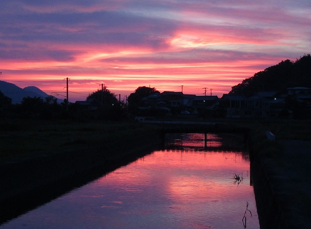 川の夕焼け よこ 27.7.24