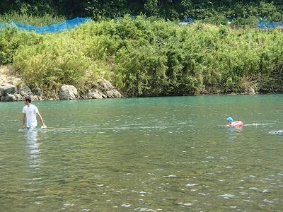 150809日高川で川遊び 浮き輪遊び2