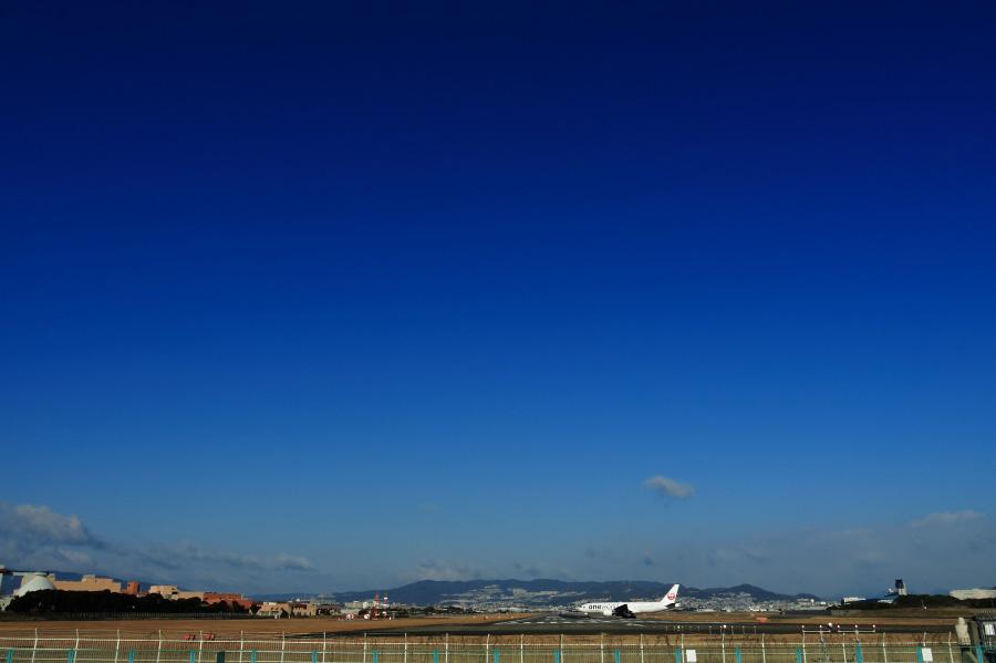 JAL B777-246 / JAL110 (JA771J)@RWY32Lエンド・千里川土手