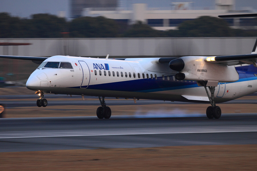 ANA WINGS DHC-8-402Q / ANA1612 (JA859A)@伊丹スカイパーク