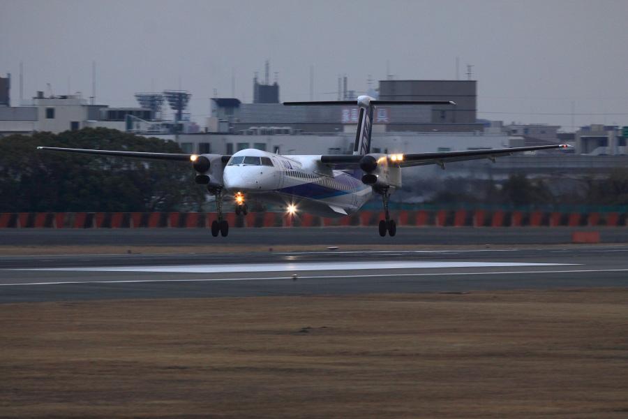 ANA WINGS DHC-8-402Q / ANA1612 (JA847A)@伊丹スカイパーク