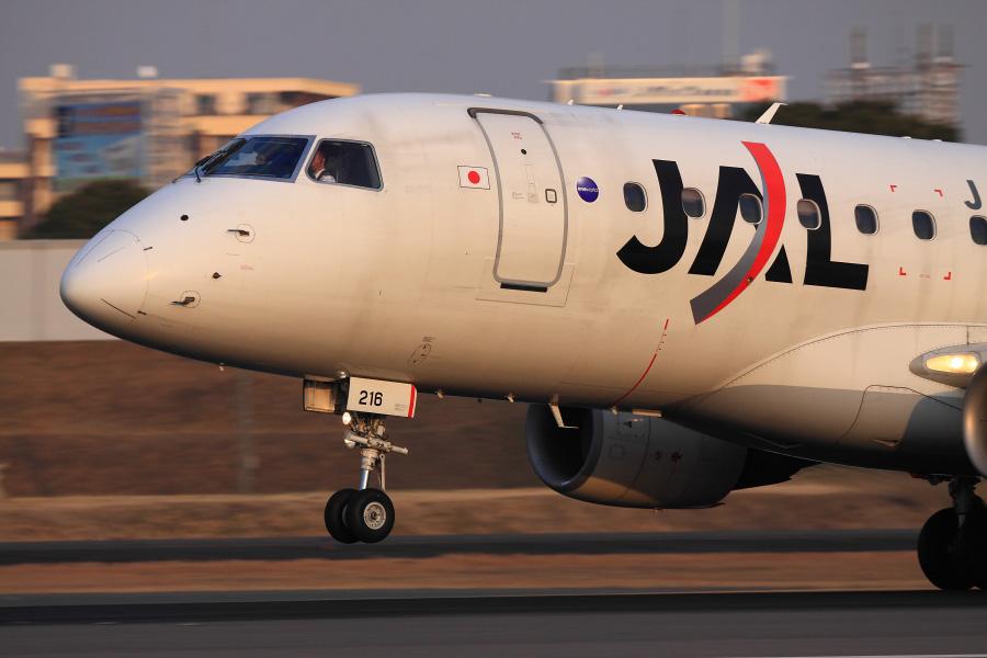 J-AIR ERJ-170 / JAL2376 (JA216J)@スカイランド原田