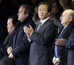 Chung Mong-Joon, entouré de Michel Platini et Sepp Blatter