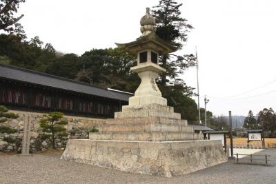 吉備津彦神社大燈籠