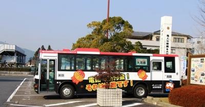 貴生川パトカーラッピングバス