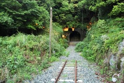 立野スイッチバック引き上げ線の先にトンネル