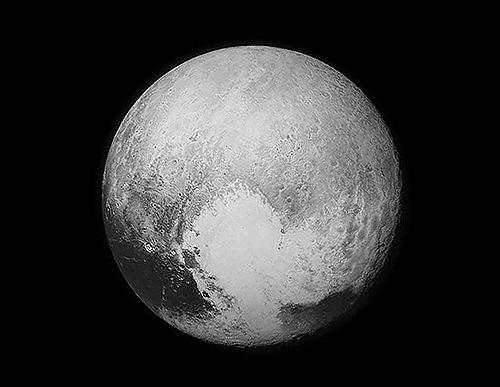 768,000km 上空から見た冥王星
