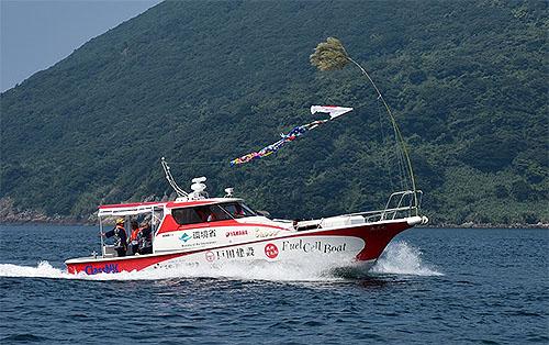 日本発の燃料電池船完成