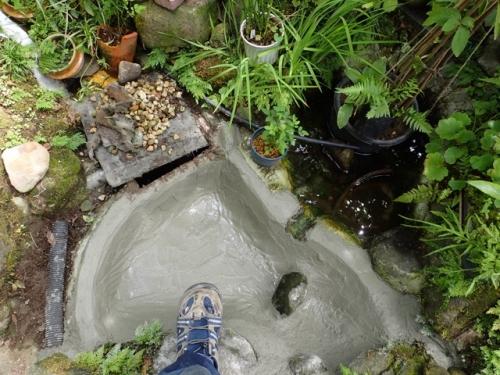 池の修理2