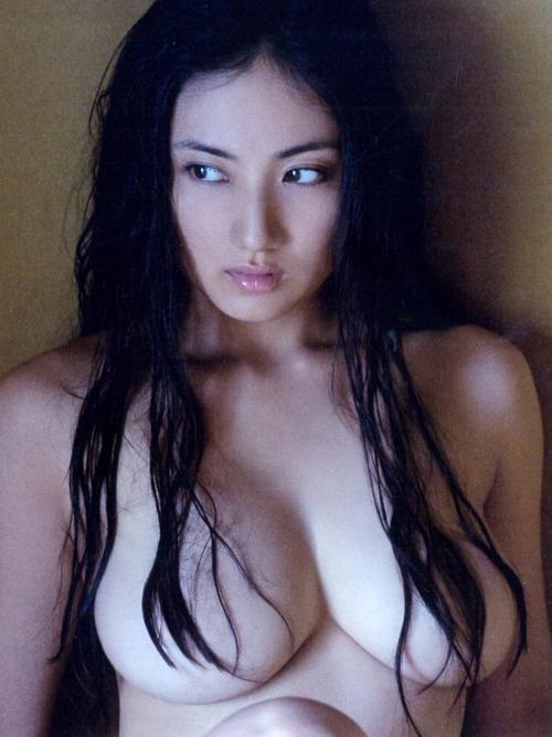 紗綾 過去最大の露出セミヌード