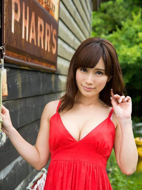 アイドル級の美貌と不釣り合いな巨乳が反則級にエロいAV女優画像