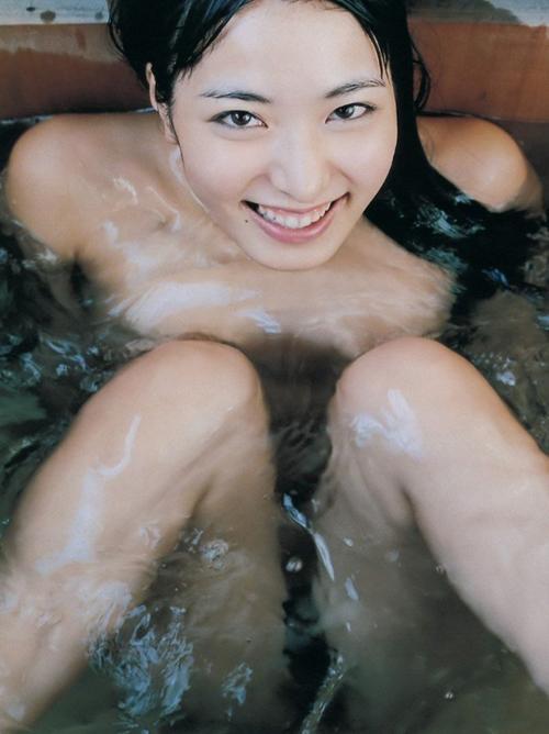 【由愛可奈】全裸ヌード美乳おっぱいピンク乳首画像つるつる水着レオタード動画