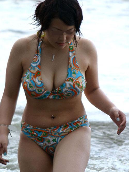 【水着エロ画像】まだ間に合うからビーチへGO!たわわなビキニ巨乳が待っているから(*´Д`)