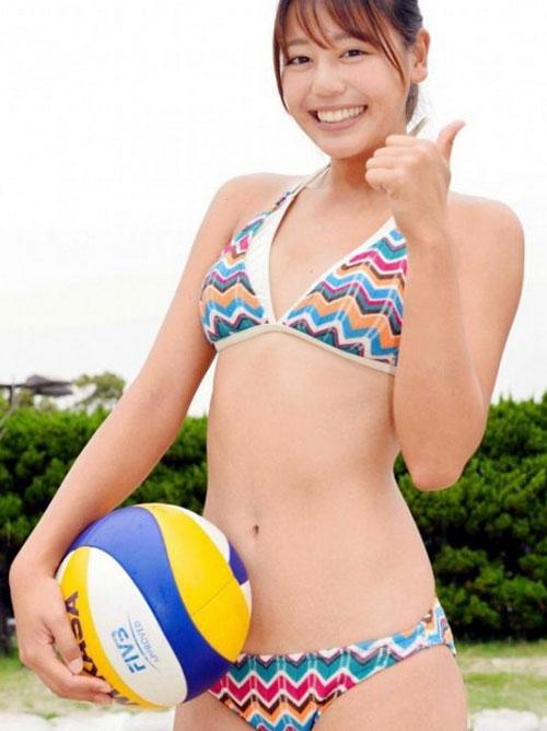 ビーチバレー坂口佳穂(19)の最新日焼けビキニおっぱい!「大胆開脚」「パンツちっさ 」