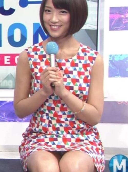 【放送事故】人気女子アナのパンチラが映ったので釘付けになったお宝キャプエロ画像