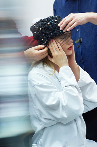 chanel-spring-summer-2015-haute-couture-making-of-press-kit-08.jpg