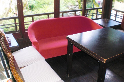音羽山荘 部屋の横の休憩所2