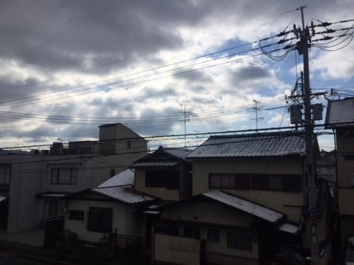 屋根に雪がうっすら