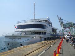 [写真]新日鐵住金50周年企画の洋上見学で乗った客船ヴァンティアン号