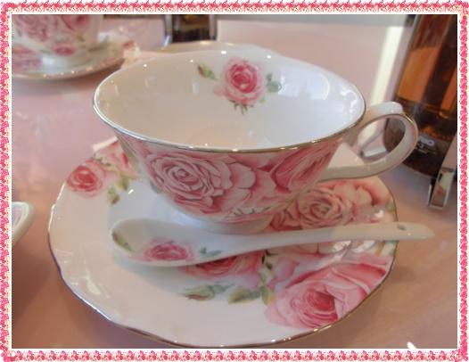 薔薇のカップ&ソーサー
