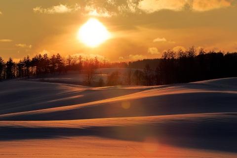 雪原を染める太陽