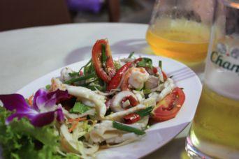 2014バンコクプラトゥーナム1日目夜シーフードサラダ
