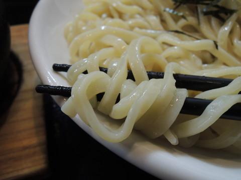丸和つけ麺(中盛り)の麺