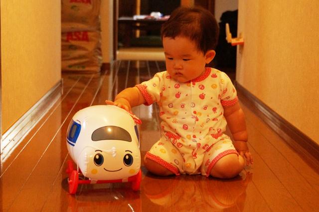 子供と新幹線のおもちゃ