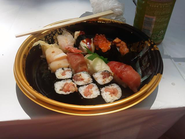 機関士しつつ、昼は寿司