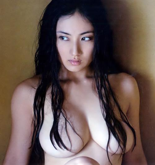『紗綾』がフライデーでFカップヌードを披露!これはAV待ったなしか… #エロ画像 50枚