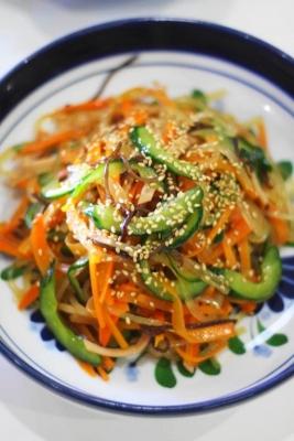 鍋ひとつで作るマロニーとたっぷりニンジンの中華サラダ2