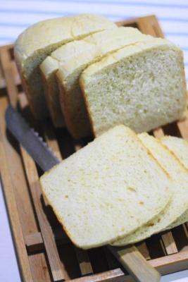8枚切りにできる、もっちりしっとり早焼き豆乳食パン1