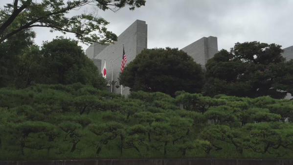 日本の最高裁にはアメリカ国旗がたなびいている